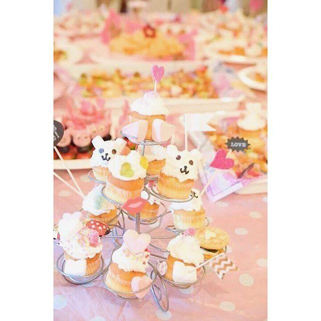 バレンタインも近づき何を作ろうか?迷いますね〜。・・可愛い〜️カップケーキを作ってプレゼントするのもよいですね〜・・ちょっと間悩みます(笑)・・#バレンタイン#手作り#カップケーキ#デコケーキ#くまさん#簡単#可愛い#友チョコ#迷い中#もう少し#love #happy#happysun照屋陽子#アイディア#おかし作り#パーティフード#パーティー#フード (Instagram)