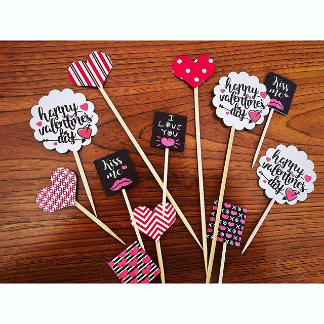 バレンタインパーティーのピックを製作中です️・・#バレンタイン#バレンタインパーティー#パーティー#ピック#ピック作り#手作り#パーティー#女子会#love #パーティーフード#フード#華やか#可愛い#happysun照屋陽子 (Instagram)