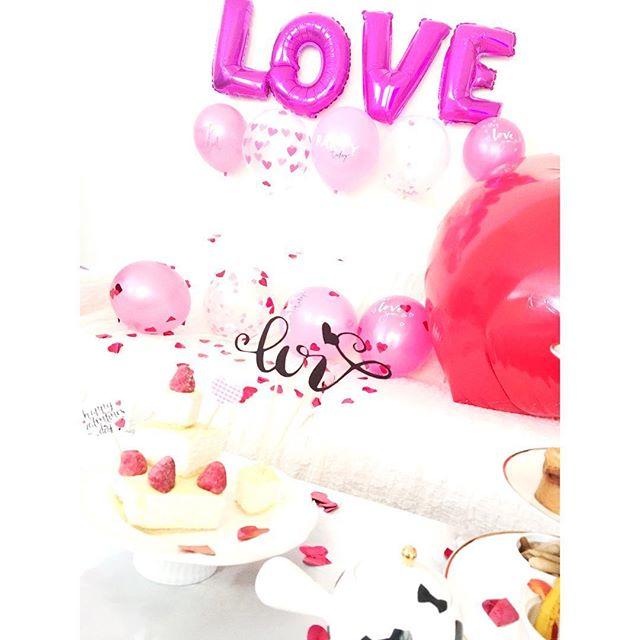 そろそろバレンタイン準備しま〜す️・・そろそろみなさんもバレンタイン準備をしてみてはいかが・・#ホームパーティー#ビック#ハート#バレンタイン#バレンタインスタイリング#スタイリング#パーティー#おしゃれ#フライングタイガー#flyingtiger #バルーン#可愛い#バレンタイアイテム#love #happy#100均 #インスタ映え#女子会#happysun照屋陽子#カリグラフィー#ミルクレープ#デコレーション#デコレーションケーキ#ひと工夫 (Instagram)