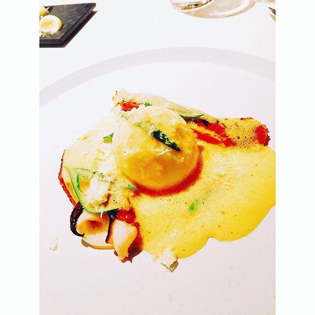 メインのお料理は博多地鶏のベアルネーズ・・半熟卵をわってソースとからめてたべるとgood️・・・・・#銀座#銀座ランチ#レストランエール#前菜#オシャレすぎ#女子大好き#パフェ#野菜#デート#デートにピッタリ#かわいい#女子会 #ランチ#おしゃれ#たのしい#お料理#インスタ映えま#キラキラ女子#happy#happysun照屋陽子#地鶏#博多#半熟卵 (Instagram)