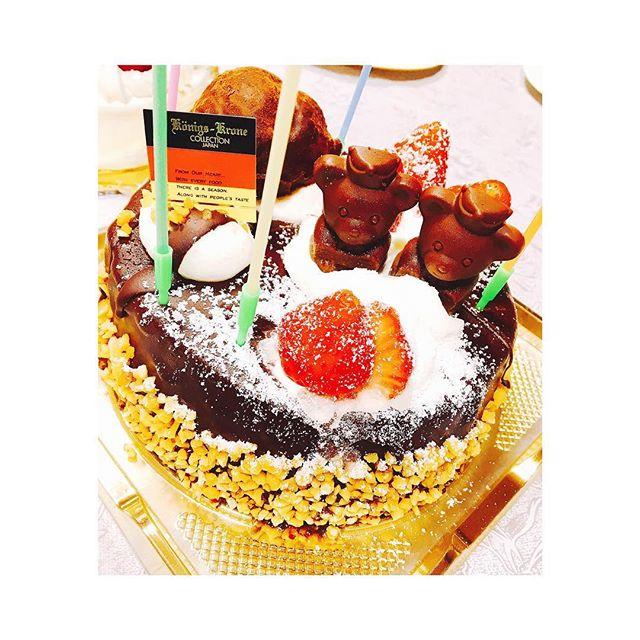 4月は娘たちの入学式・・それぞれ新しい生活がはじまります!・・新生活、楽しんでもらいたいです・・そんな娘たちのお祝いにケーキを買ってプチ祝いをしました・・#入学式#お祝い#ケーキ#チョコレートケーキ#美味しい#新生活#楽しんでもらいたい#学生#happy#緊張#春 (Instagram)