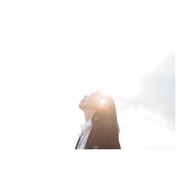 カメラマンの方に撮っていただいた1枚・・光が入り希望に満ちている写真・・娘のお気に入りです️・・やっぱり写真はその時の瞬間をのこせるのでいいですね〜・・#写真#写真大好き#カメラマン#光#希望#素敵な1枚#奇跡#読者モデル#ロケ#happy #楽しい#貴重な経験#瞬間 (Instagram)
