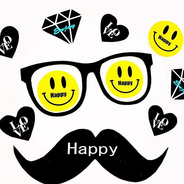 近日使うプロップスとピックの材料。・・オリジナルで製作中・・可愛いのができて使うのが楽しみ️・・#パーティーグッズ#パーティーグッズ手作り#オリジナル#可愛い#にこちゃん#ピック#ピック作り#楽しい#happy #happysun照屋陽子 #love #パーティー #ピクニック#プロップス#プロップス作り#ウエディング (Instagram)